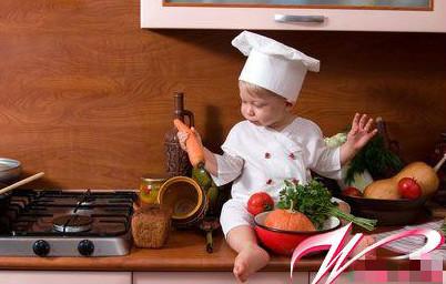 欧美宝宝吃饭可爱图片